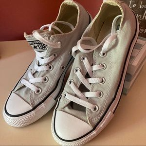Converse all stars women's 6, men's 4